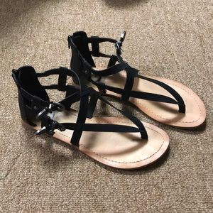G BY GUESS BLACK GLADIATOR SANDALS SIZE 71/2